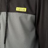 Jaqueta corta vento Tripetree - detalhe tag